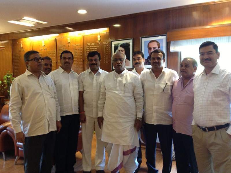 Manjunath Bhandary-with-Railway Minister-Mallikarjun Kharge