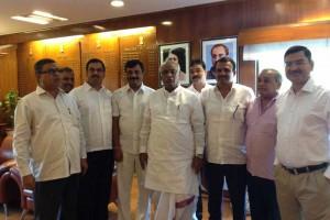 Manjunath-Bhandary-with-Railway-Minister-Mallikarjun-Kharge