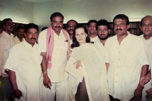 Sonia-Gandhi-&-Manjunath-Bhandary